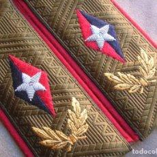 Militaria: RARAS HOMBRERAS CUBANAS DE FABRICACIÓN RUSA. LIDER CUBANO. FIDEL CASTRO. HILO METALICO EN ESTRELLAS.. Lote 161865210