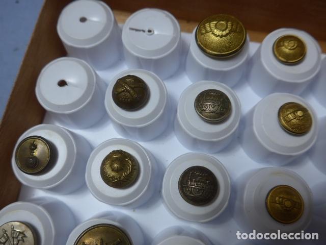 Militaria: * Lote de 32 antiguos botones españoles, epoca alfonso XIII, Republica, guerra civil. Originales. ZX - Foto 3 - 164941854
