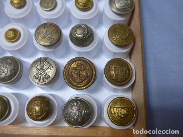 Militaria: * Lote de 32 antiguos botones españoles, epoca alfonso XIII, Republica, guerra civil. Originales. ZX - Foto 4 - 164941854