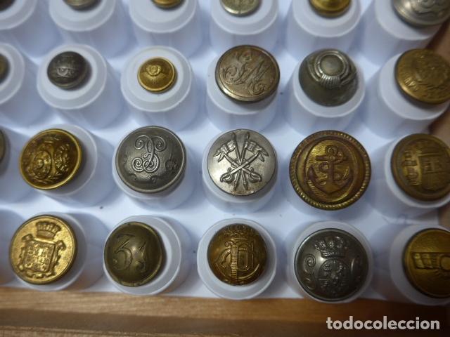 Militaria: * Lote de 32 antiguos botones españoles, epoca alfonso XIII, Republica, guerra civil. Originales. ZX - Foto 5 - 164941854