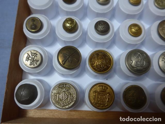 Militaria: * Lote de 32 antiguos botones españoles, epoca alfonso XIII, Republica, guerra civil. Originales. ZX - Foto 6 - 164941854