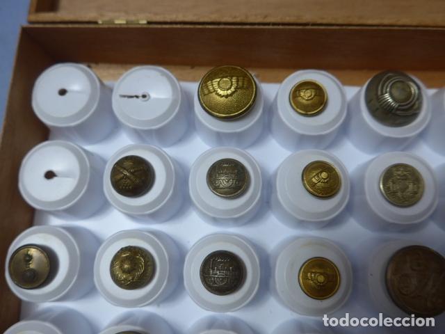 Militaria: * Lote de 32 antiguos botones españoles, epoca alfonso XIII, Republica, guerra civil. Originales. ZX - Foto 7 - 164941854