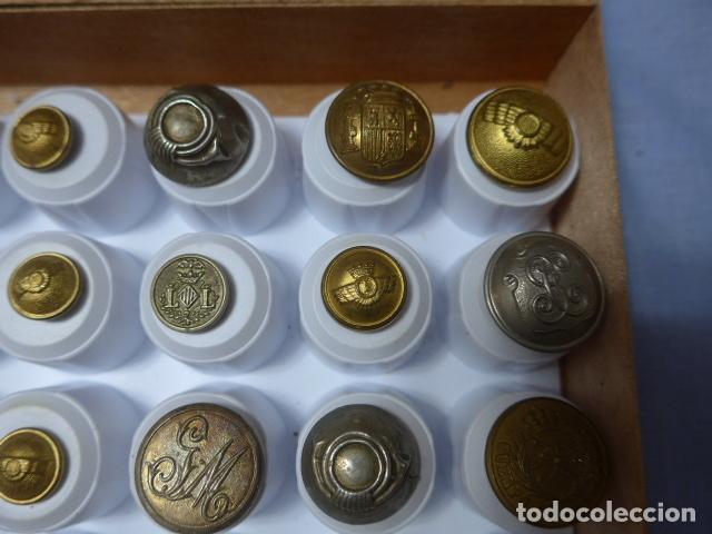 Militaria: * Lote de 32 antiguos botones españoles, epoca alfonso XIII, Republica, guerra civil. Originales. ZX - Foto 8 - 164941854
