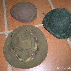 Militaria: LOTE 3 GORRA ANTIGUA, VARIEDAD A IDENTIFICAR, UN CHAMBERGO MILITAR . Lote 166640046