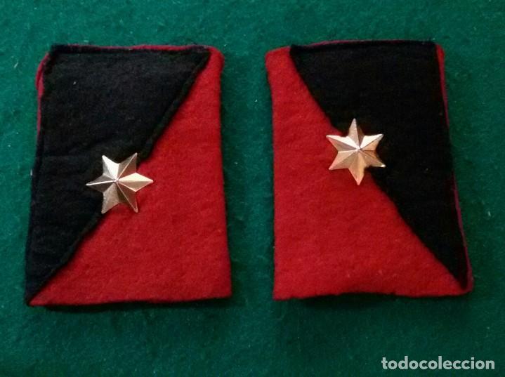 ANTIGUA PAREJA HOMBRERAS DE ALFEREZ (Militar - Otros relacionados con uniformes )
