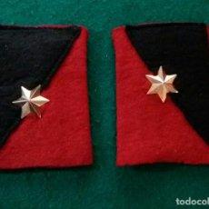 Militaria: ANTIGUA PAREJA HOMBRERAS DE ALFEREZ. Lote 168377240