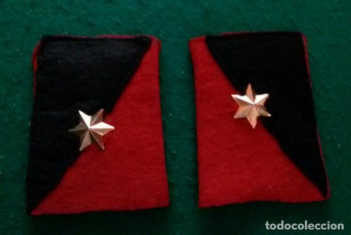 Militaria: ANTIGUA PAREJA HOMBRERAS DE ALFEREZ - Foto 2 - 168377240