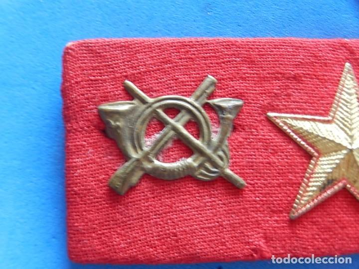 Militaria: Ejército Español. Pequeña galleta porta divisas para un subteniente de Infantería - Foto 3 - 169040460