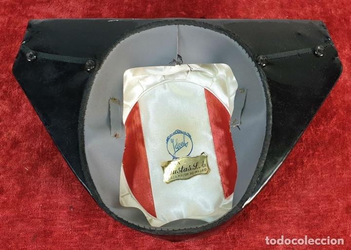 Militaria: TRICORNIO. GORRO DE GALA DE LA GUARDIA CIVIL. CASA YUSTAS. ESPAÑA. SIGLO XX. - Foto 7 - 172042592