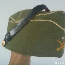 Militaria: LA LEGION : CHAPIRI DE OFICIAL LEGIONARIO CON BARBOQUEJO . TALLA 57. Lote 175723043
