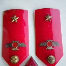 Militaria: HOMBRERAS E INSIGNIA COMANDANTE AVIACION EPOCA FRANCO. Lote 177511629