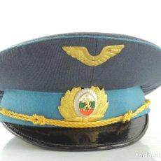 Militaria: ANTIGUO GORRO DE OFICIAL DE FUERZAS AÉREAS AUTENTICO DE LA ERA COMUNISTA MUY BUEN ESTADO RARO. Lote 178108209