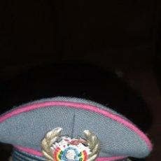 Militaria: ANTIGUA MINIATURA DE GORRA DE PLATO DE BOLIVIA. Lote 179218091
