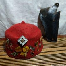 Militaria: TARBOSH CON LOTE DE PINS. Lote 181349630