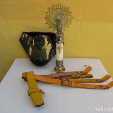 Militaria: LOTE GUARDIA CIVIL. TRINCHAS CON TAHALI, TRICORNIO CHAROL Y CORCHO Y V. PILAR ALTARCITO CUARTEL. Lote 182988702