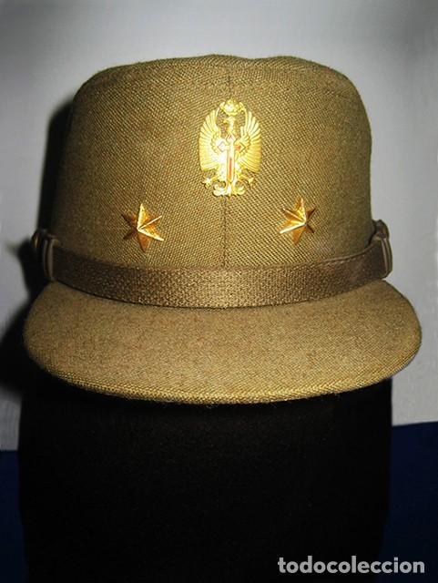 Militaria: Gorra de paseo Uniforme de Diario. Mod. R-67. Teniente del Ejército de Tierra. Talla 55. Año 1976-80 - Foto 2 - 183740446