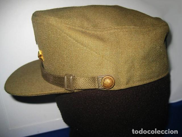 Militaria: Gorra de paseo Uniforme de Diario. Mod. R-67. Teniente del Ejército de Tierra. Talla 55. Año 1976-80 - Foto 3 - 183740446