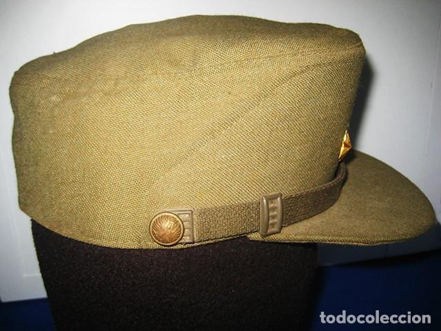 Militaria: Gorra de paseo Uniforme de Diario. Mod. R-67. Teniente del Ejército de Tierra. Talla 55. Año 1976-80 - Foto 6 - 183740446