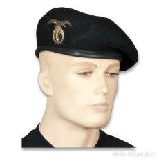 Militaria: BOINA MILITAR NEGRA CON ESCUDO BRIPAC. Lote 235734505