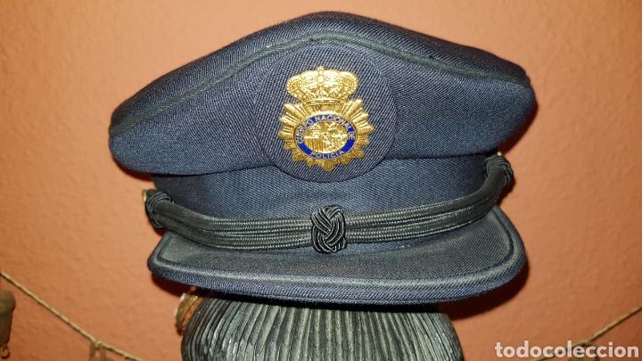 Militaria: ANTIGUA GORRA POLICIAL CUERPO NACIONAL DE POLICÍA ESCALA BÁSICA TALLA 56 EXCELENTE ESTADO - Foto 2 - 184473245