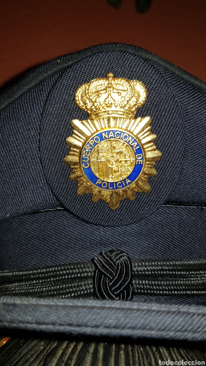 Militaria: ANTIGUA GORRA POLICIAL CUERPO NACIONAL DE POLICÍA ESCALA BÁSICA TALLA 56 EXCELENTE ESTADO - Foto 3 - 184473245