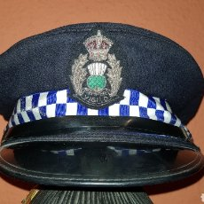 Militaria: ANTIGUA GORRA DE PLATO POLICÍA SCOTLAND SEMPER VIGILO. Lote 184494722