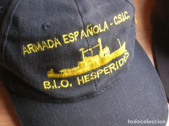Militaria: RARO LOTE DE DOS GORRAS DE LA ARMADA ESPAÑOLA. BUQUE OCEANOGRAFICO HESPERIDES A33. ANTARTIDA. - Foto 2 - 186296876