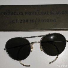 Militaria: GAFAS AVIADOR HELICÓPTERO MILITAR RAF ORIGINALES CON SU ESTUCHE METÁLICO. Lote 189625776