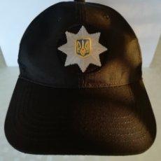 Militaria: GORRA BEISBOLERA DE POLICÍA DE UCRANIA, CON ESCUDO BORDADO Y VELCRO POSTERIOR DE AJUSTE. Lote 190355575