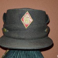 Militaria: ANTIGUA GORRA CON ROMBO DE POLICÍA ARMADA. Lote 193661900