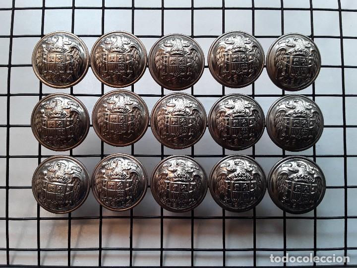 LOTE DE 15 BOTONES PLATEADOS GRANDES CON EL ÁGUILA, USADO POR EL CUERPO DE INGENIEROS DE 1939 A 1943 (Militar - Botones )