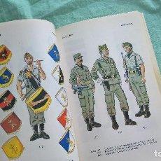 Militaria: UNIFORMES EJERCITO ESPAÑOL..UNIFORMES , INSIGNIAS , DISTINTIVOS..MUY ILUSTRADO. Lote 194259076