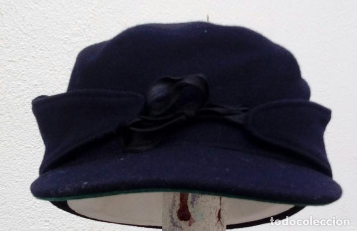 Militaria: Gorra montañera de Falange, Frente de Juventudes, azul mahón, paño,lana,orejeras y cogotera.Talla 55 - Foto 2 - 194313231