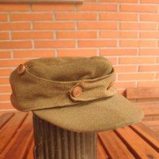 Militaria: ANTIGUA GORRA EJÉRCITO ESPAÑOL, BOTONES MADERA.. Lote 194646470