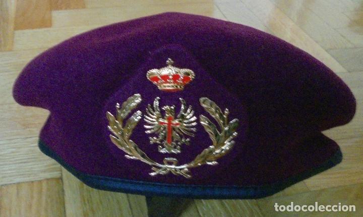 BOINA ROJA DE OFICIAL DEL EJERCITO ESPAÑOL , DE ELOSEGUI . TALLA 56. NUEVA (Militar - Boinas y Gorras )