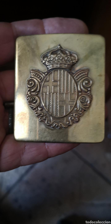 ANTIGUA HEBILLA DE POLICÍA MUNICIPAL DE BARCELONA CORONA REAL MARCA CERCEDA (Militar - Cinturones y Hebillas )