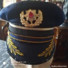 Militaria: GORRA POLICIA TURQUIA DE CORONEL JEFE CON INSIGNIA PLACA DISTINTIVO POLICIAL. Lote 195392933