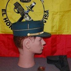 Militaria: GORRA TERESIANA GUARDIA CIVIL TALLA 54 (DESCATALOGADA) 034 DE REGALO PISTOLERA DE LONA VERDE. Lote 195663491