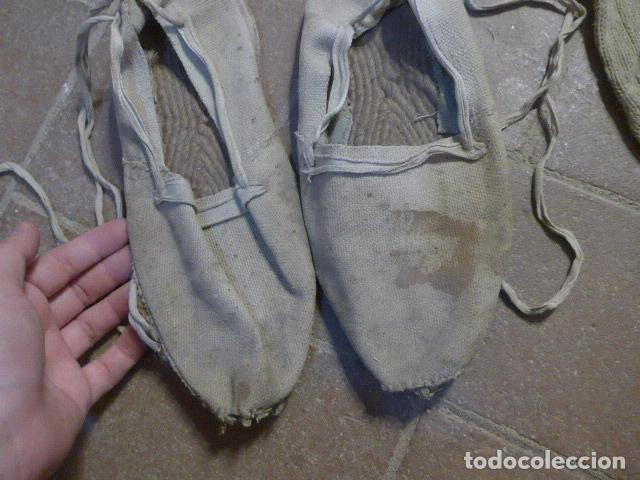 Militaria: Antigua pareja de alpargatas de miliciano o ejercito de guerra civil, con sus calcetines. Original. - Foto 4 - 195751953