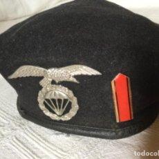 Militaria: BOINA BRIGADA PARACAIDISTA EJÉRCITO ESPAÑOL CON INSIGNIAS. Lote 197614138