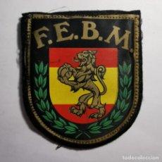 Militaria: ANTIGUO PARCHE EQUIPACIÓN DE LA F.E.B.M. FEDERACION ESPAÑOLA DE BALONMANO - MUY RARO. Lote 199230338