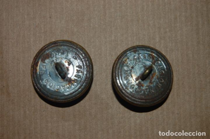 Militaria: Pareja de botones de chaquetón. Inscripción Fabricación Nacional - Foto 2 - 199524236