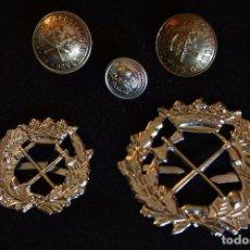 Militaria: LOTE DOS EMBLEMAS ICONA Y TRES BOTONES GUARDERIA FORESTAL. Lote 200728762
