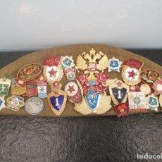 Militaria: GORRO RUSO CON 33 INSIGNIAS - GORRA RUSA (ENVÍO 4,31€). Lote 203377498