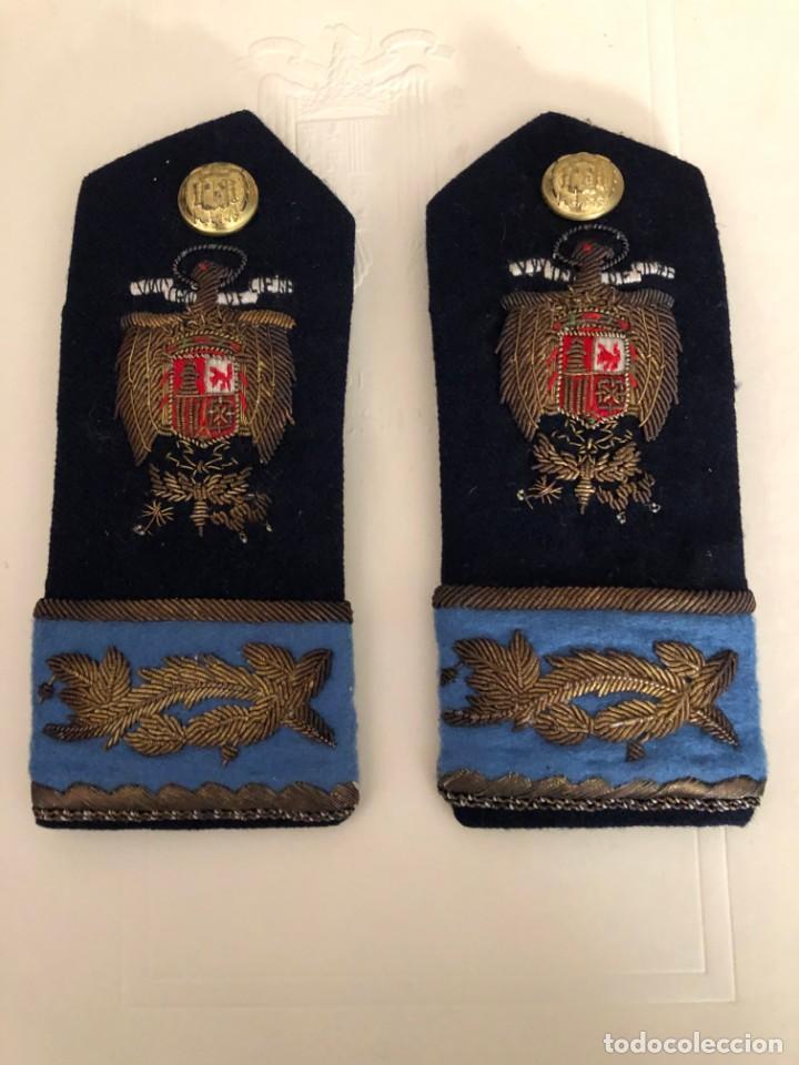 HOMBRERAS FALANGE BORDADAS (Militar - Otros relacionados con uniformes )