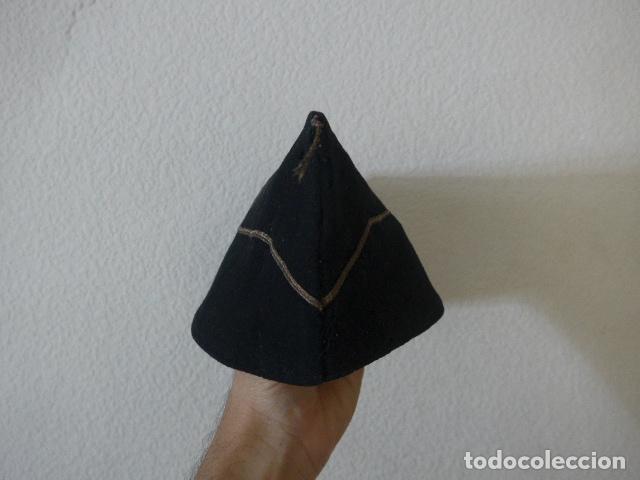 Militaria: * Antiguo gorrillo de invierno de falange, negro, original de guerra civil. ZX - Foto 2 - 209720116
