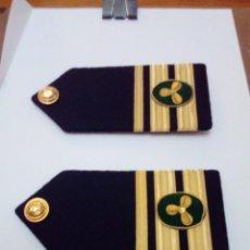 Militaria: GRAN LOTE DE GALONES CAPINTAN, BOTONES. .. VER FOTOS. NO SÉ DE QUE PAIS CORRESPONDE.. Lote 210645045