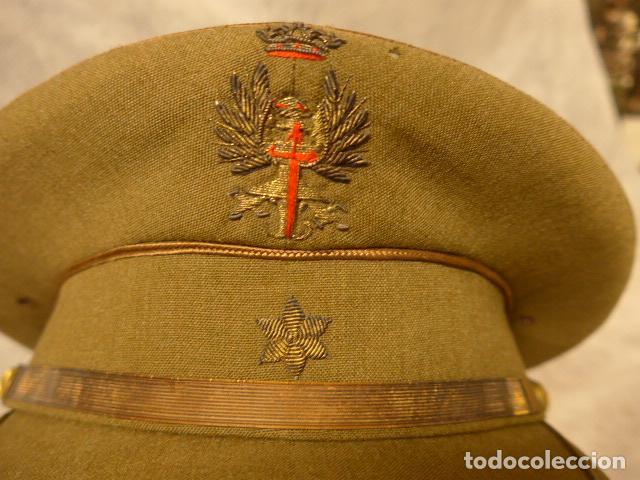 Militaria: Antigua gorra de alferez de años 40-50, con visera inclinada y agujeros aireacion. Original, Franco - Foto 2 - 213659218