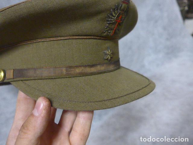 Militaria: Antigua gorra de alferez de años 40-50, con visera inclinada y agujeros aireacion. Original, Franco - Foto 3 - 213659218