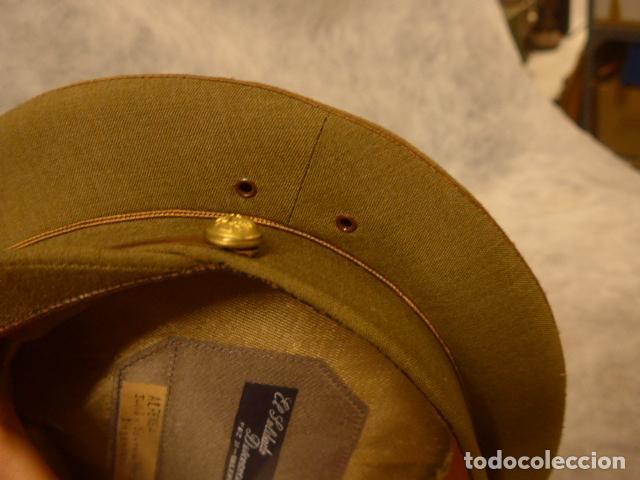 Militaria: Antigua gorra de alferez de años 40-50, con visera inclinada y agujeros aireacion. Original, Franco - Foto 8 - 213659218
